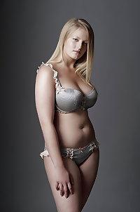 Sexy Curvy Milfs & Girlfriends 8